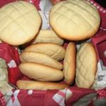 Bánh quy hạnh nhân và thịt lợn khô