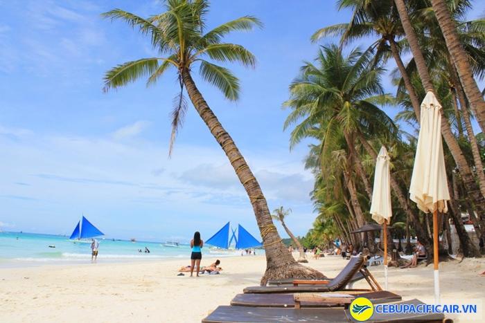 Boracay xinh đẹp với bờ cát trắng mịn và hàng dừa thẳng tắp