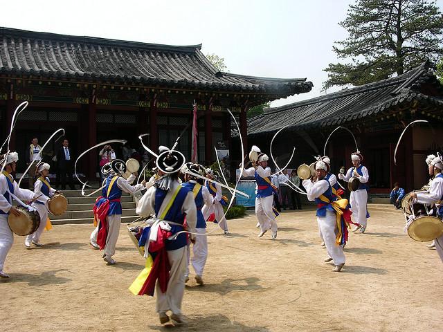 Thăm quan làng dân tộc Seongup