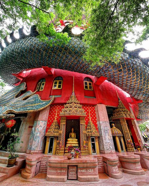 Ấn tượng với đền Wat Samphran độc đáo