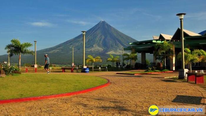 Từ Lignon Hill có thể nhìn ra núi lửa Mayon