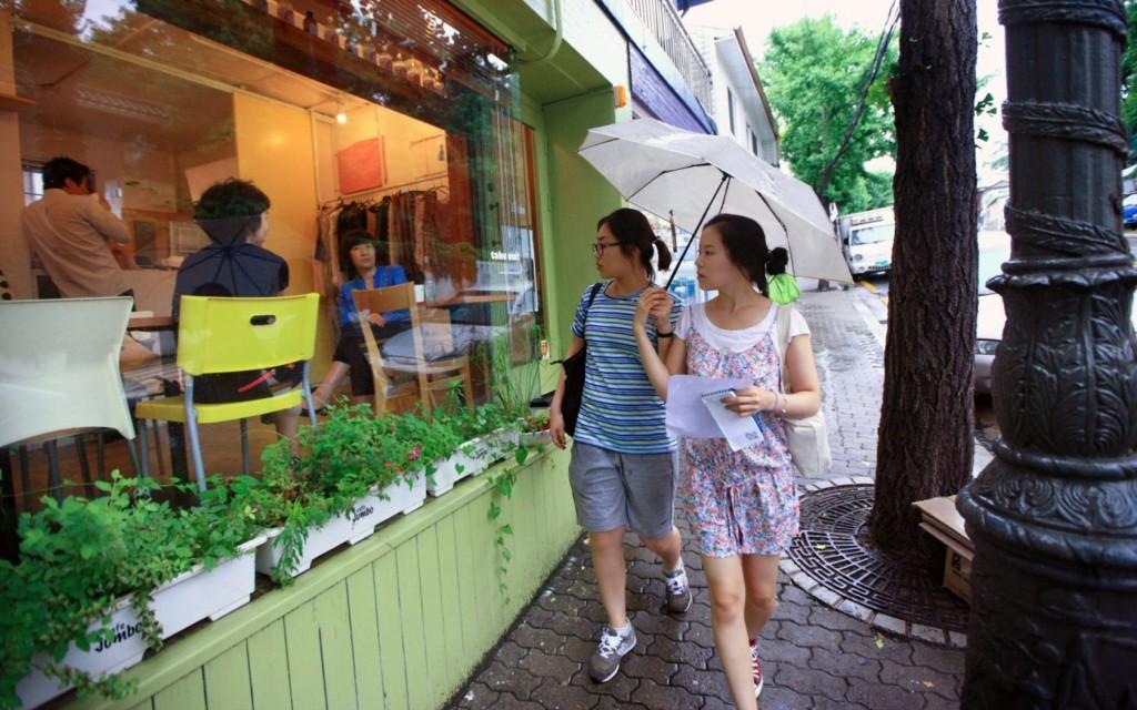 Đến phố Buamdong thưởng cà phê