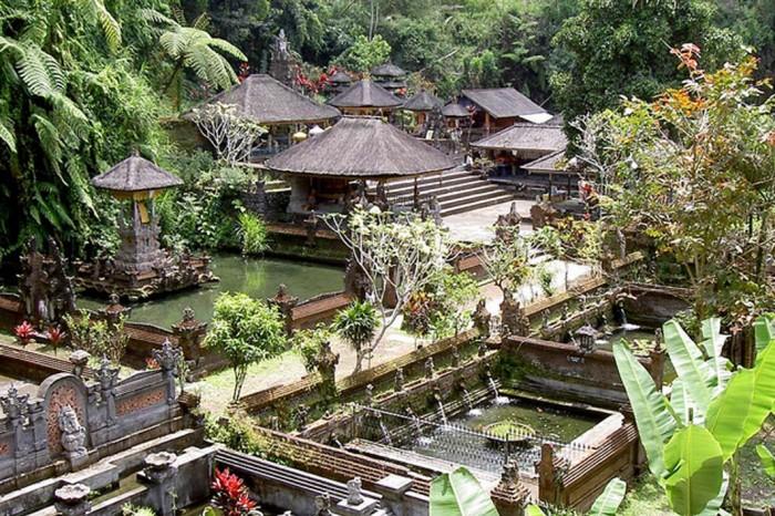 Đền thiêng tại Indonesia