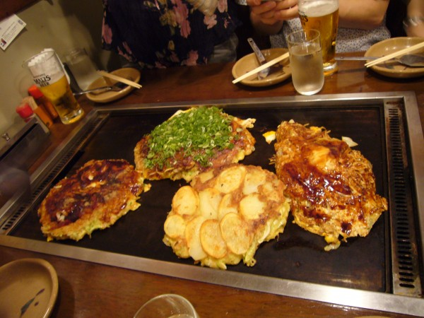 Okonomiyaki_by_S_e_i_in_Osaka