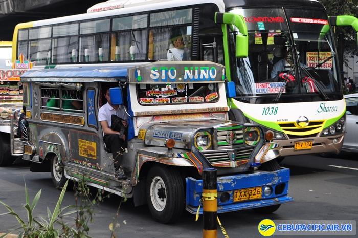 Xe jeep - phương tiện di chuyển giá rẻ thú vị ở Philippines