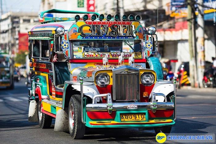 Lượn lờ Manila bằng xe Jeep là một trong những trải nghiệm thú vị