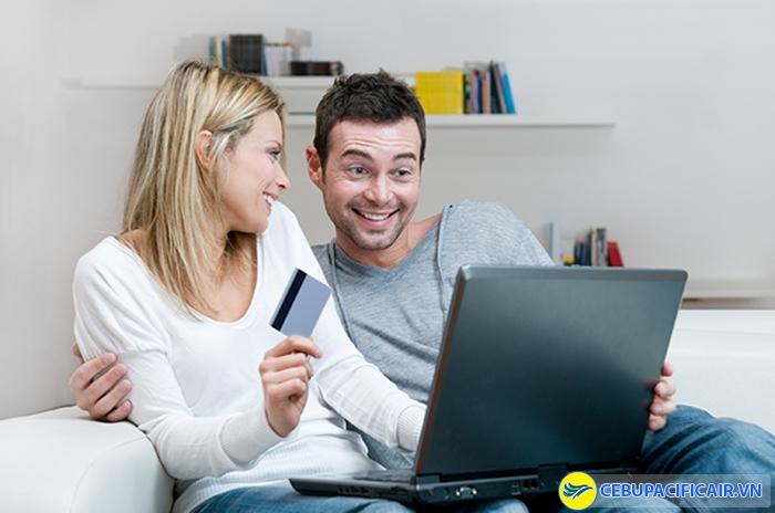 Thanh toán vé máy bay onlines, bạn sẽ mất thêm một khoản phí đáng kể