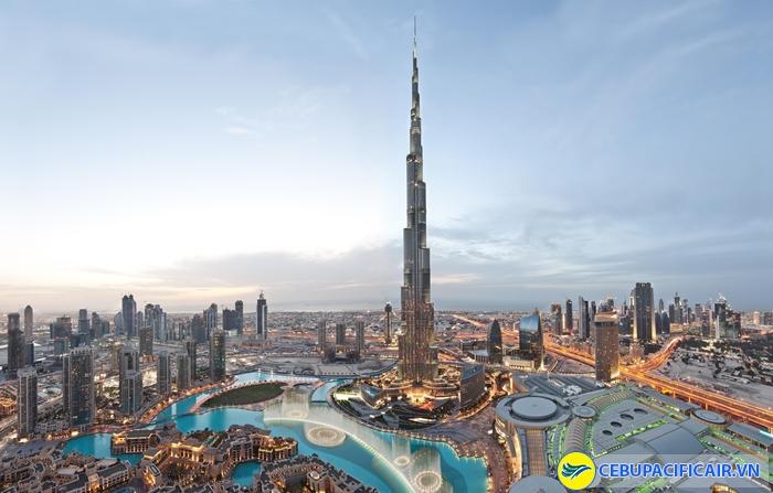 Dubai nổi tiếng với những cao ốc chọc trời và đời sống giàu có, hào nhoáng