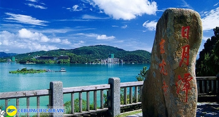 Khám phá vẻ đẹp lãng mạng của hồ Nhật Nguyệt