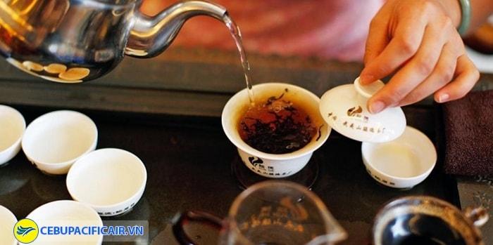 Đến Wuyishan và thưởng thức trà