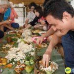 Phong tục dùng tay để ăn cơm ở Indonesia