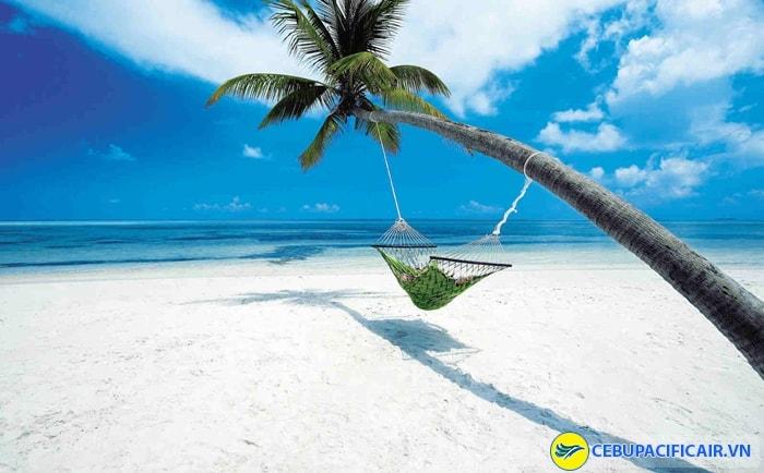 Du lịch Boracay trên bãi cát trắng