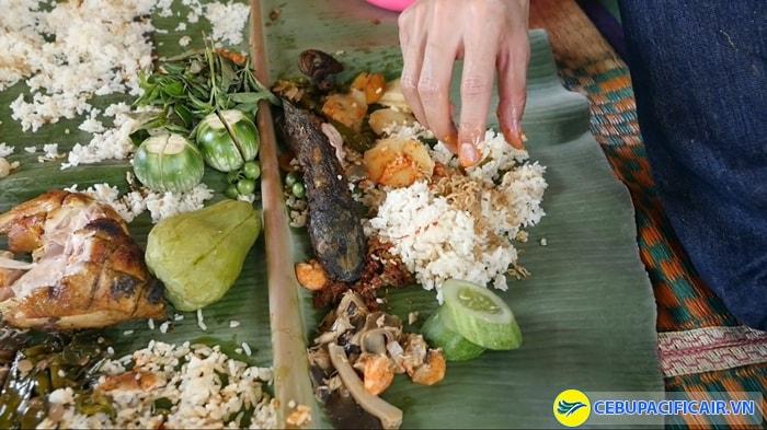 Nasi Liwet- Kiểu ăn tập thể